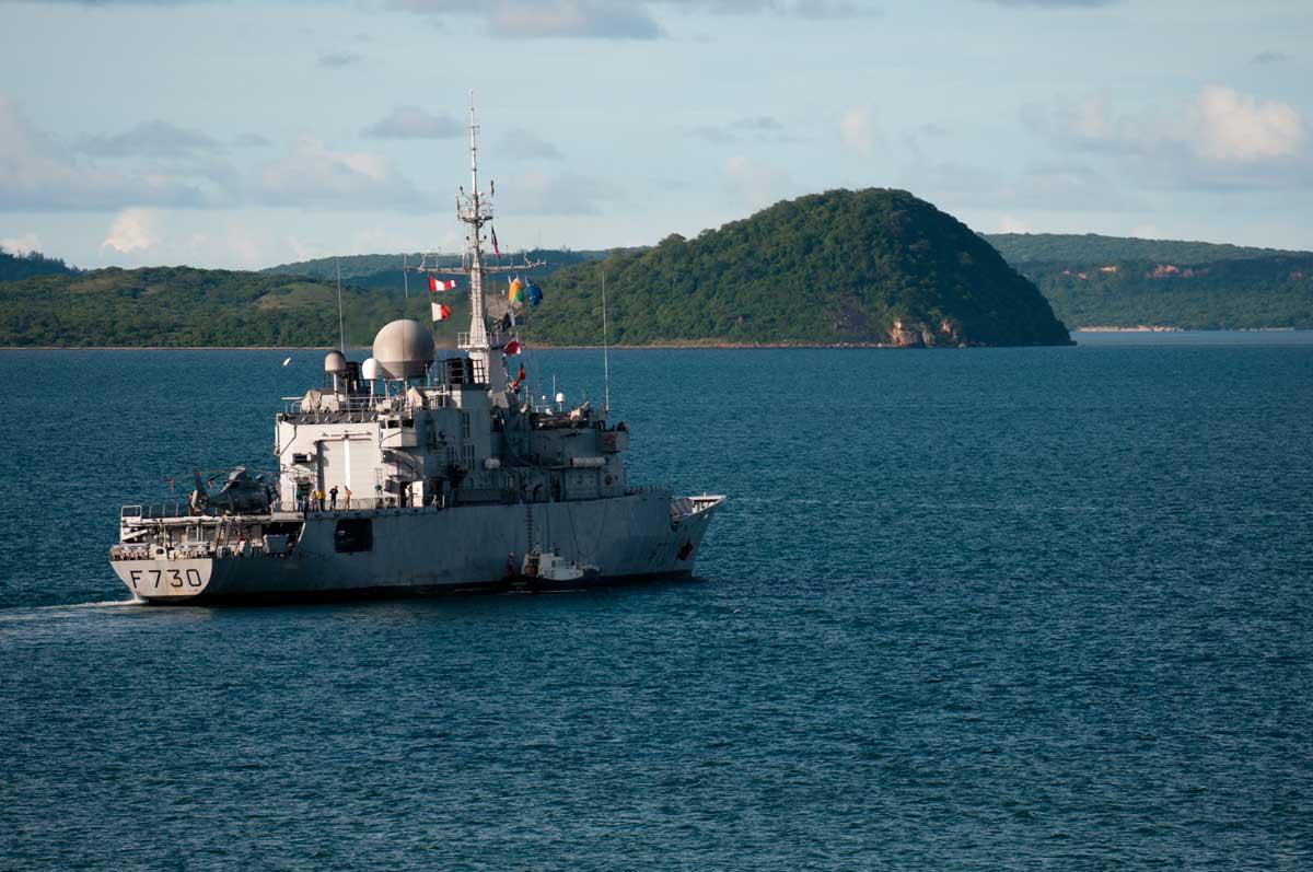La fregate Floreal au pied du Cap Vatomainty